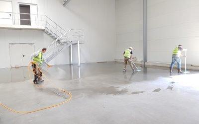 Come si puliscono i pavimenti industriali?